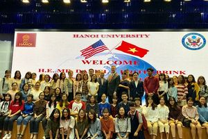 Đại sứ Mỹ nói chuyện với sinh viên Trường ĐH Hà Nội