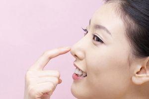 Thực hư chuyện nâng mũi đổi vận của cô nàng mũi tẹt