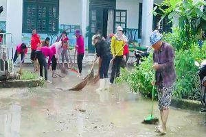 Ngày nhà giáo không hoa, thầy cô lội bùn gột rửa bục giảng