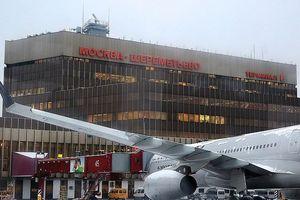 Bị phi cơ chở khách đâm trúng, người đàn ông gục chết giữa sân bay