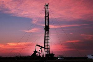 Tăng sản lượng quá tay, các 'đại gia' dầu mỏ làm thế giới ngập trong dầu?