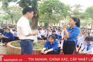 Thẳng thắn chia sẻ chuyện 'thầm kín' với học sinh Hà Tĩnh