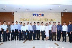 Đoàn công tác của Bộ Thông tin và Truyền thông làm việc với TTXVN