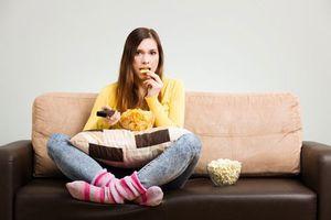 Người bị táo bón nên tránh làm điều gì để không khiến tình trạng bệnh thêm trầm trọng?