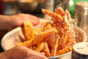 Hướng dẫn cách làm khoai tây lắc phô mai thơm ngon cho ngày đầu Đông