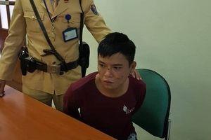 Thanh niên bị nhiễm HIV cướp điện thoại của người đi đường bị CSGT bắt giữ