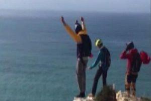 Dù không bung mở, người đàn ông rơi từ vách đá cao 95m xuống đất tử vong