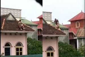 Hoảng hốt với clip nam thanh niên nghi ngáo đá khống chế bé trai 'cố thủ' trên mái nhà