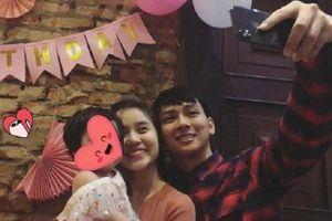 Rò rỉ hình ảnh Hoài Lâm và bạn gái trong tiệc thôi nôi của con gái?