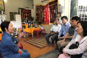 Bộ GD&ĐT thăm hỏi gia đình gặp nạn trong vụ sạt lở đất tại Nha Trang