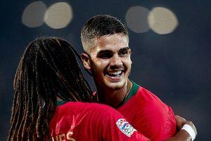 Chơi thiếu người, Bồ Đào Nha thoát thua trước Ba Lan