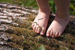 Những lưu ý khi đi bộ chân trần rèn luyện sức khỏe