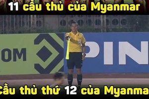 Khước từ bàn thắng của Văn Toàn, trọng tài nhận 'mưa đá' từ CĐV Việt Nam