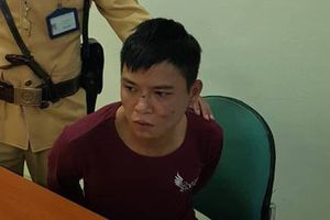 CSGT bắt kẻ nhiễm HIV cướp giật giữa ban ngày ở Hà Nội