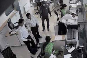 Các ngân hàng làm cách nào để đối phó với kẻ cướp?