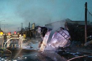 Lật xe bồn chở xăng gây cháy kinh hoàng, 6 người chết