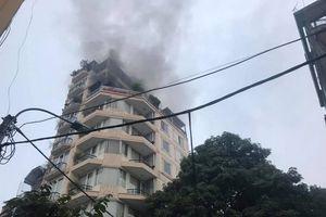 Hà Nội: Cháy khách sạn trên phố Hàng Than, nhiều du khách hoảng loạn
