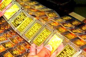 Tăng trưởng kinh tế chậm lại, giá vàng bật tăng
