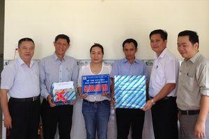 TCty Thép Việt Nam - CTCP trao hỗ trợ xây dựng nhà tình nghĩa cho NLĐ khó khăn