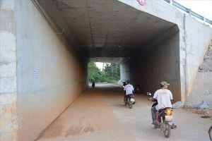 Cao tốc Đà Nẵng – Quảng Ngãi: Chằng chịt băng keo dính tại các vị trí thấm dột