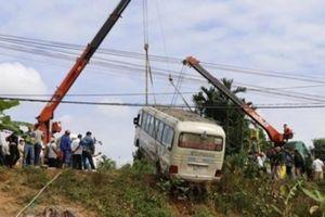 Yên Bái: Xe khách mất lái lao xuống ruộng, 7 người bị thương