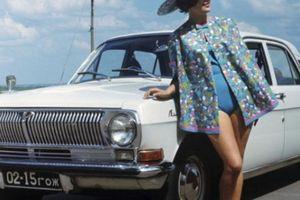 Ngỡ ngàng bộ ảnh quảng cáo ô tô gợi cảm thời Liên Xô
