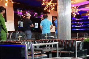 Điều tra vụ 1 người tử vong do trúng đá xanh trước quán bar