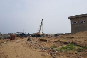 Yêu cầu tháo dỡ hàng cọc bê tông xâm hại sông Mã
