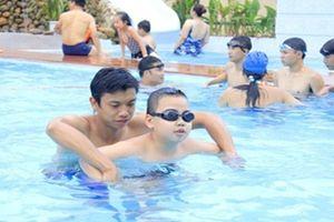 Xây hồ bơi cho học sinh tại Khánh Hòa: Nhiều nghi ngại về chất lượng gói thầu