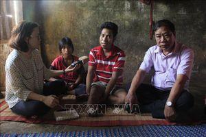 Tự chữa bệnh ở nhà người làng, một thanh niên phải cưa chân