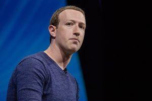 Cổ phiếu giảm thê thảm và hứng 'đá' dư luận nhưng CEO Facebook nhất quyết không từ chức