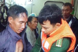 Thanh Hóa: Ứng cứu thành công một tàu chở than có nguy cơ bị chìm
