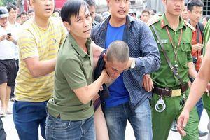 Người cha ném con trai từ mái nhà xuống đất bị điều tra hành vi giết người