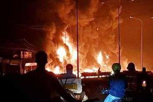 Xe bồn chở xăng bốc cháy, 6 người chết, hàng loạt căn nhà bị thiêu rụi
