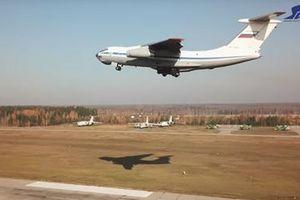 Ngoạn mục cảnh quần thảo trên không của máy bay quân sự Nga Il-76 và A-50