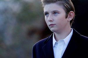 Vẻ đẹp trai 'hơn người' của con trai út Tổng thống Donald Trump