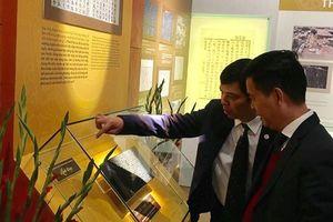 Khai mạc triển lãm 'Hoàng thành Thăng Long qua Mộc bản triều Nguyễn – Di sản tư liệu thế giới'