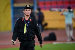 Sau 15 phút, Campuchia mời phóng viên Việt Nam rời sân