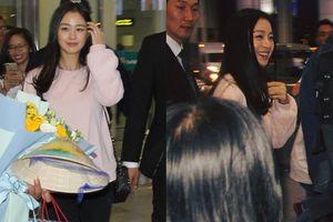 Kim Tae Hee tươi tắn xuất hiện ở sân bay Nội Bài