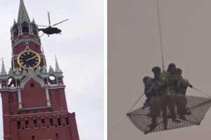 Clip: Hai trực thăng quân sự bí ẩn bay qua điện Kremlin
