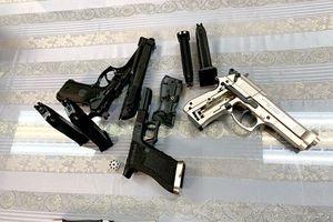Bắt giữ hành khách mang 3 khẩu súng từ Pháp về Việt Nam