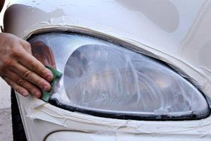 Đèn pha ô tô bị mờ và cách khắc phục
