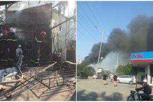Cháy lớn khu lán trại công nhân tại Hà Nội, nhiều đồ đạc bị thiêu rụi