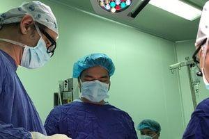 Kỳ diệu: Chữa loét giác mạc bằng cách ghép dây thần kinh từ chân lên mắt