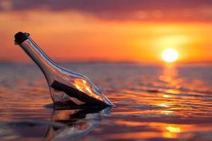 Vén màn bí ẩn về thông điệp trong chai trôi dạt trên biển