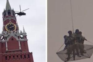Trực thăng quân sự bí ẩn hạ cánh xuống sân Điện Kremlin