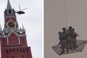 Video trực thăng bí ẩn chuyển binh sỹ vũ trang bay trên điện Kremlin