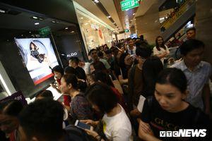 Giảm giá sốc ngày Black Friday, nhiều cửa hàng ở TP.HCM chen cứng người