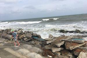 Quảng Nam dựng 'tường thành' ngăn sóng biển tấn công đất liền