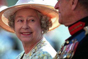 Không còn ngủ chung nhưng Nữ hoàng và Hoàng thân Philip vẫn duy trì nhưng cử chỉ tinh tế, bí quyết giữ lửa cuộc hôn nhân hạnh phúc 71 năm